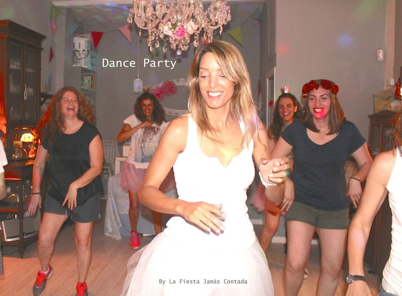 """Fiesta de soltera diferente: dance party"""