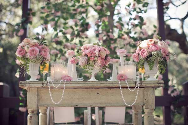 tarros en mesa para bodas vintage